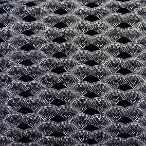 Rybia łuska na czarnym - tkanina bawełniana