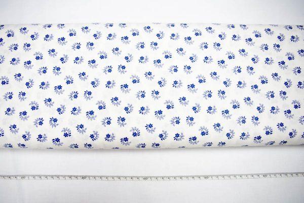 Kwiatuszek pętelka szafir na bieli - tkanina bawełniana