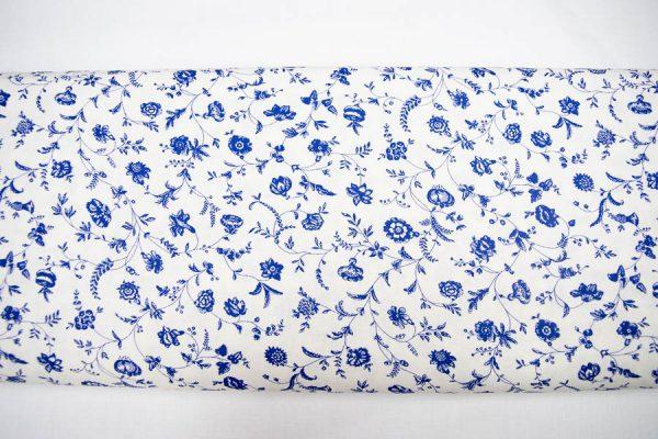 Niebieskie kwiaty na bieli - tkanina bawełniana