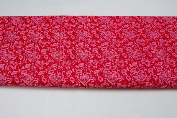 Serca paisley na czerwieni