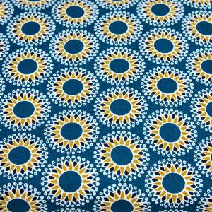 Kwiatowe ornamenty na niebieskim - tkanina bawełniana