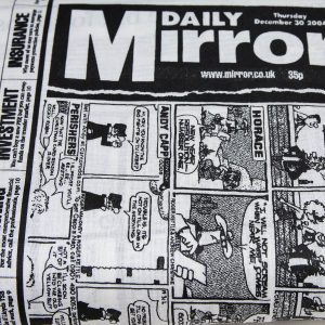 Czarna gazeta na białym tle - tkanina bawełniana