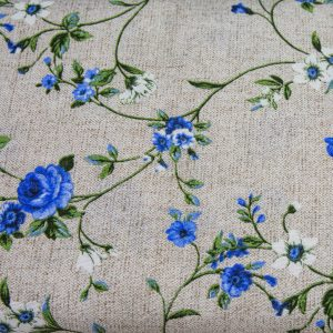 Białe i szafirowe kwiatuszki na beżu - tkanina bawełniano-poliestrowa