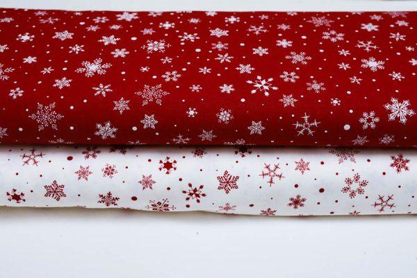 Białe śnieżynki na bordo - tkanina bawełniana