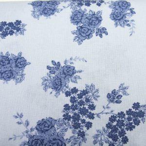 Róże na bladym niebieskim - tkanina bawełniana