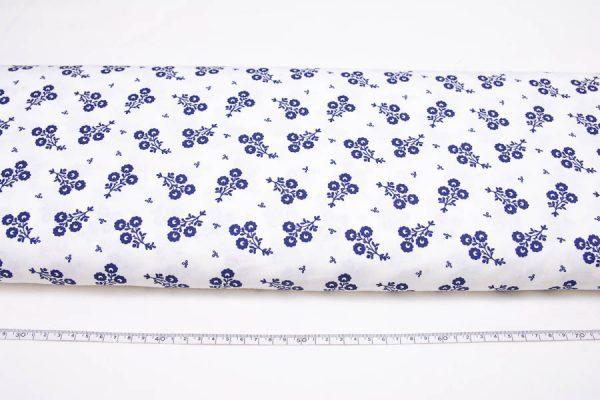 ciemnoniebieskie bukieciki na bieli - tkanina bawełniana