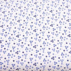 Szafirowe trzy kwiatuszki na bieli - tkanina bawełniana
