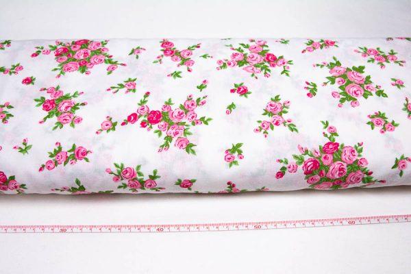 Różowe róże na bieli - tkanina bawełniana