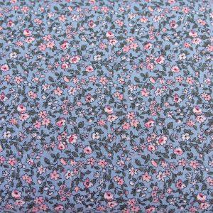 Gęsta łączka różowa na niebieskim - tkanina bawełniana