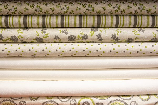 Tkaniny bawełniane na beżu