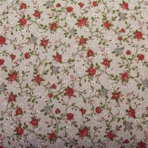 Czerwone pnące różyczki na beżu - tkanina bawełniano-poliestrowa
