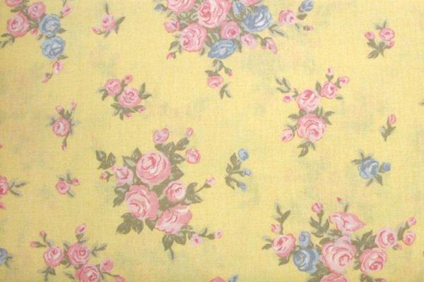 Pastelowe róże na wanilii- tkanina bawełniana