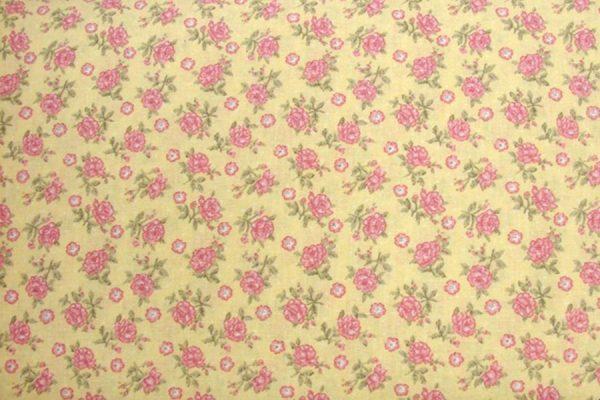 Pastelowe różyczki na wanilii - tkanina bawełniana