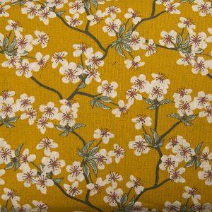 Kwiat wiśni na miodowym – tkanina bawełniana
